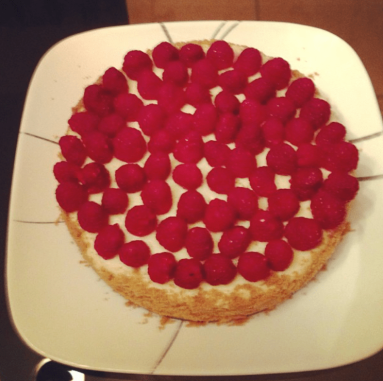 Vanilla cheesecake with raspberries